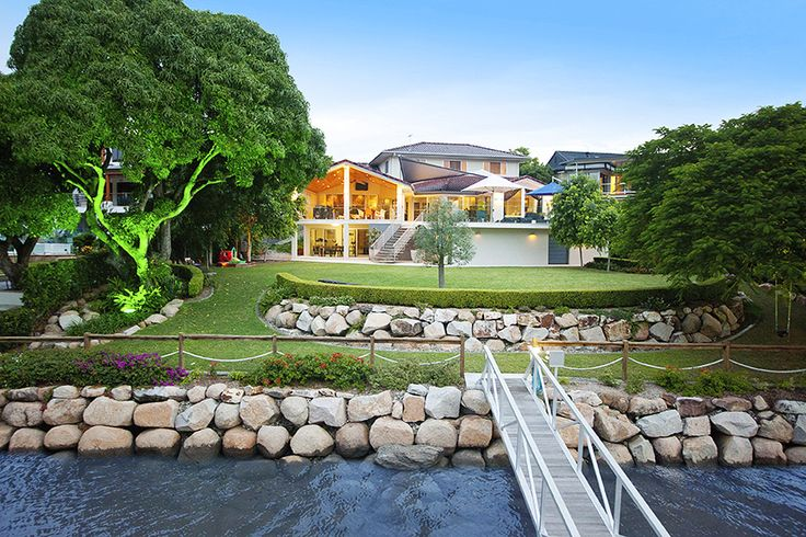 YERONGA 405 Brisbane Corso...In addition to beautifully established gardens with extensive lighting, it boasts more than 30 metres of absolute river frontage complete with an oversized deep water pontoon mooring.