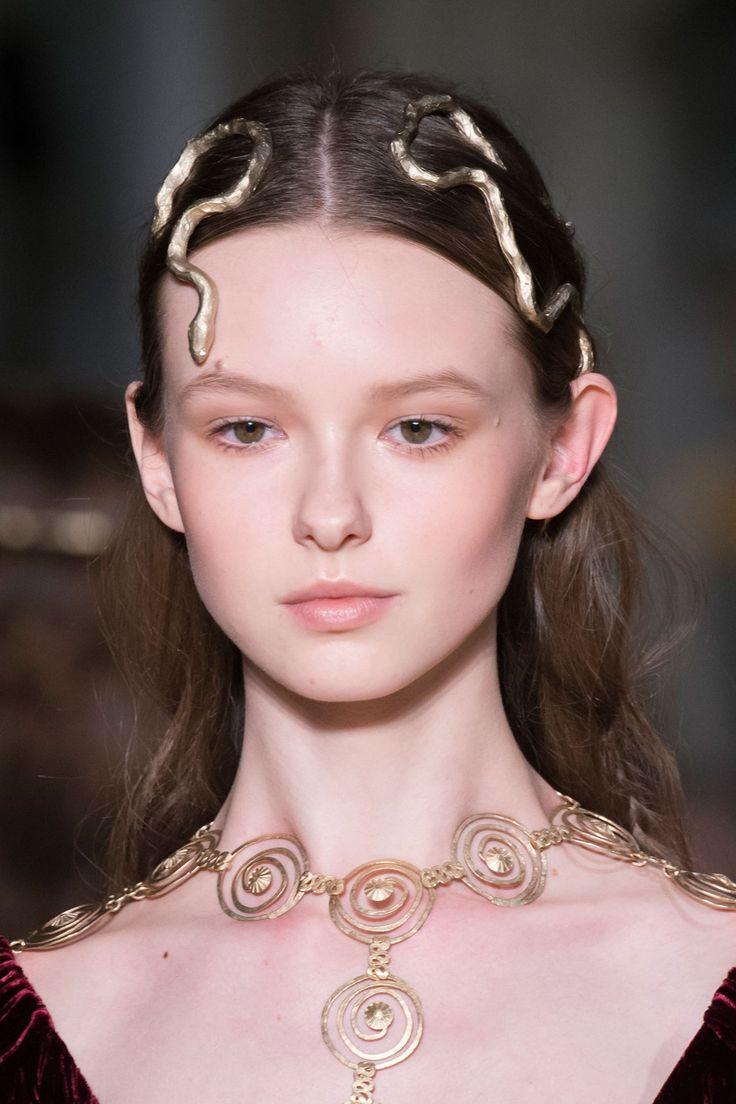 Eva Borovska for Valentino Haute Couture / VIVA Paris / Mother Agency: RUTA model management, www.rutamodel.com