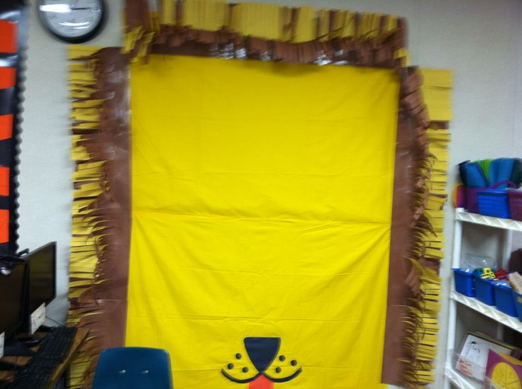 Lion bulletin board. Thanks Ashley for the his cute face.