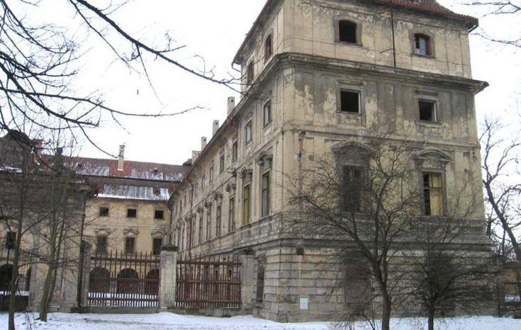 abandoned chateau Postoloprty