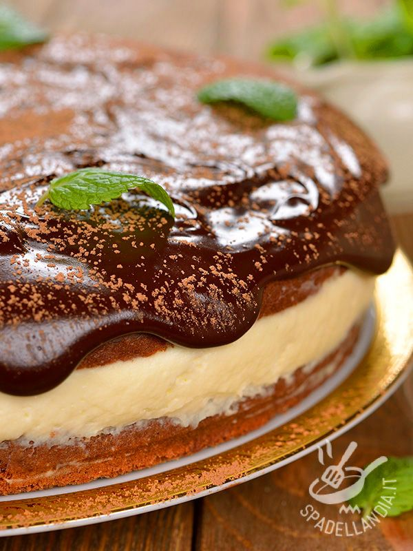 Cheesecake with orange and chocolate - La Torta di ricotta all'arancia e cioccolato è una vera bomba di bontà: non potrà che riscuotere un grande successo. Preparatevi: chiederanno tutti il bis!