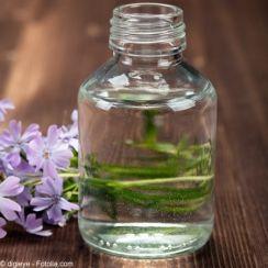 Les vertus ménagères de la glycérine 3 gouttes dans 1 l deau pour faire les carreaux, pour facilité le détachage sur les vetements pour oter les parasites sur les plantes ou prolonger la vie des bouquets