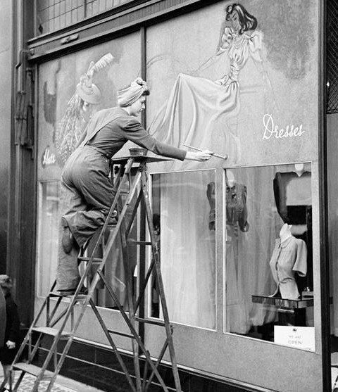 """VINTAGE SIGNWRITING, """"If you want creative workers,give them enough time to play"""", pinned by Ton van der Veer"""