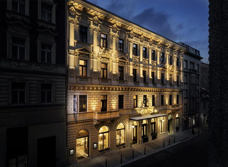 Night exterior Hotel Cosmopolitan Prague photo