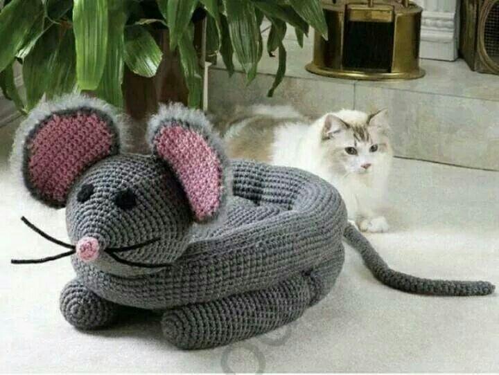 Een gehaakte kattenmand!   Grappig --download in bezit