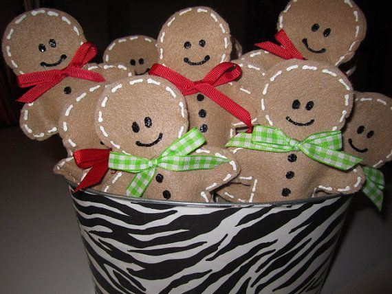 .I think we could make these lollipop covers!Christmas Parties, Christmas Crafts, Gingerbread Lollipops, Paper Bags, Lollipops Covers, Candies Canes, Gingerbread Fingers, Gingerbread Christmas, Fingers Puppets