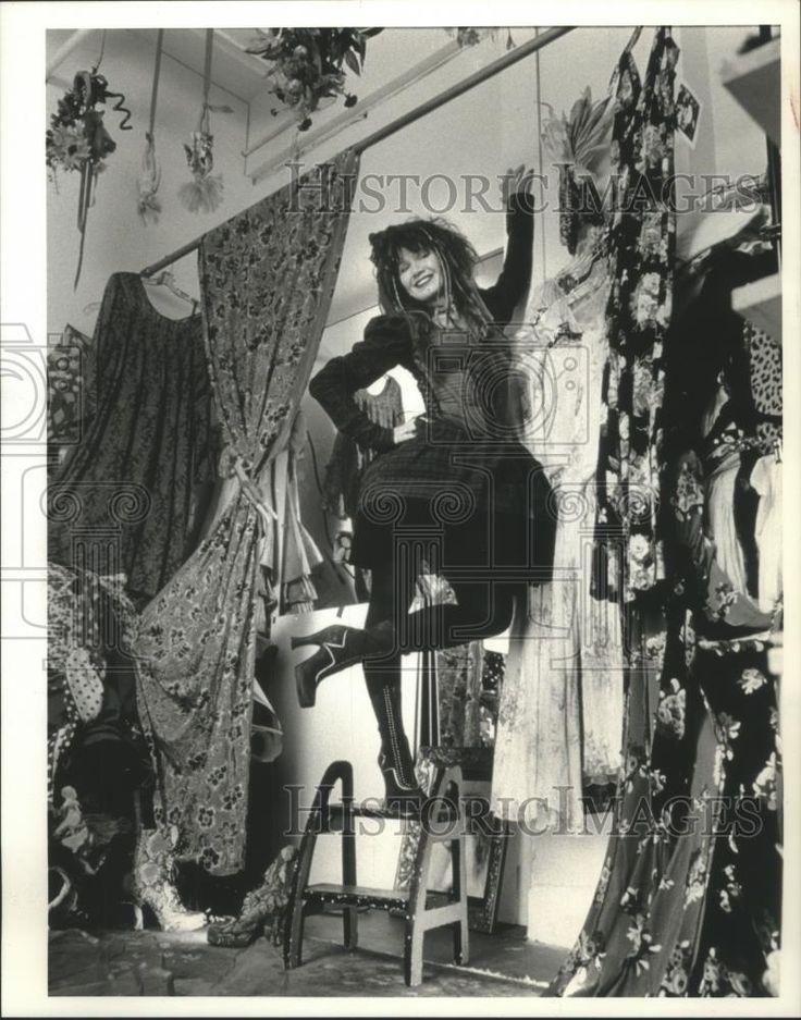 1993 Press Photo Designer Betsey Johnson at Parsons School of Design - mjb75663