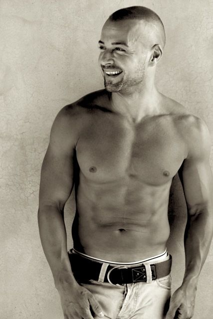 Joey Lawrence :) is one seriously amazing looking piece of man meat!