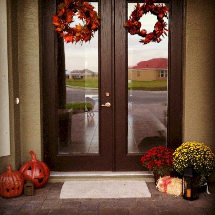 Breathtaking Best And Most Beautiful Fall Front Door Decorating Ideas (35+ Best Pictures) http://goodsgn.com/design-decorating/best-and-most-beautiful-fall-front-door-decorating-ideas-35-best-pictures/
