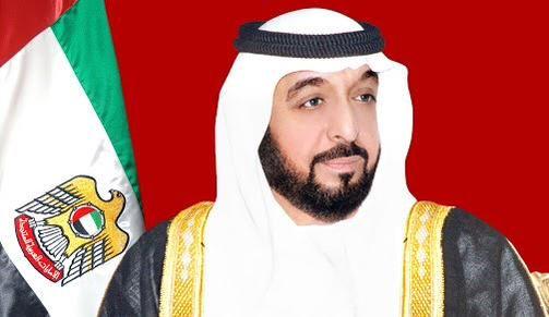 """El jeque Bin Zayed al Nahyan, primer jefe de gobierno de los Emiratos Arabes y el alcalde/legislador del emirato de Abu-Dhabi desde noviembre de 2004.   El jeque goza de gran popularidad en el califato; tanto por sus súbditos como por residentes extrangeros,pues,bajo el gobierno del emir Nahyasí; se han realizado emblemáticas obras como la construcción del circuito de fórmula uno """"Yas-Marina"""" o proyectos ecológicos como la renovación marjan ( مرجان -marjan cuyo significado es """"fuente"""" )"""