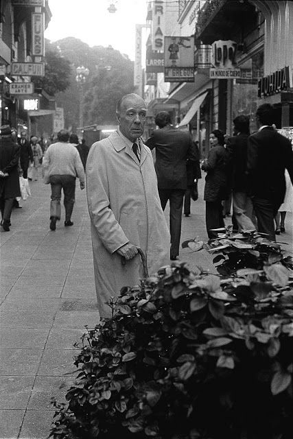 Borges todo el año: Jorge Luis Borges: Amorosa anticipación - Borges en la calle Florida, Buenos Aires, década del '60 Foto ©Jorge Aguirre