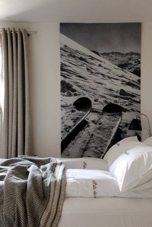 Art   Black and white with all white bedding keeps the look modern. Curtain texture and photo Briggs in mountain house... Chalet Morzine Avoriaz