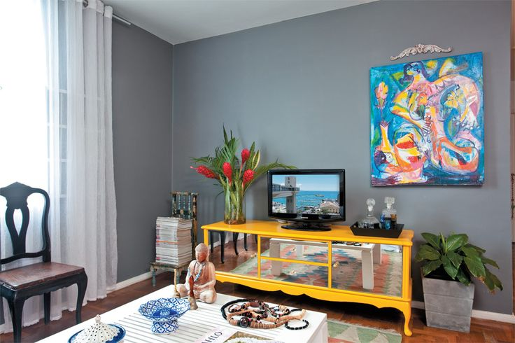 Apartamento de 80 m² personalizado com móveis reaproveitados e cor - Casa.com.br
