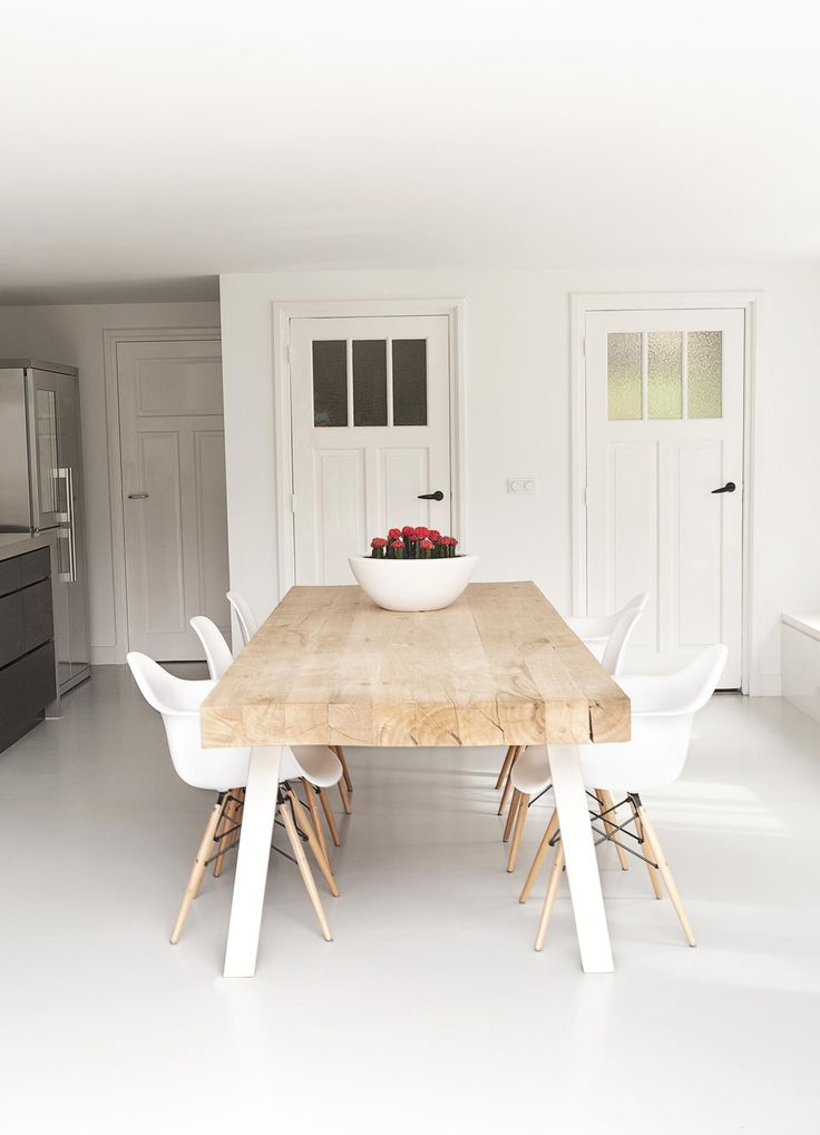 A perfect example of how to create a simple yet beautiful kitchen dining area…