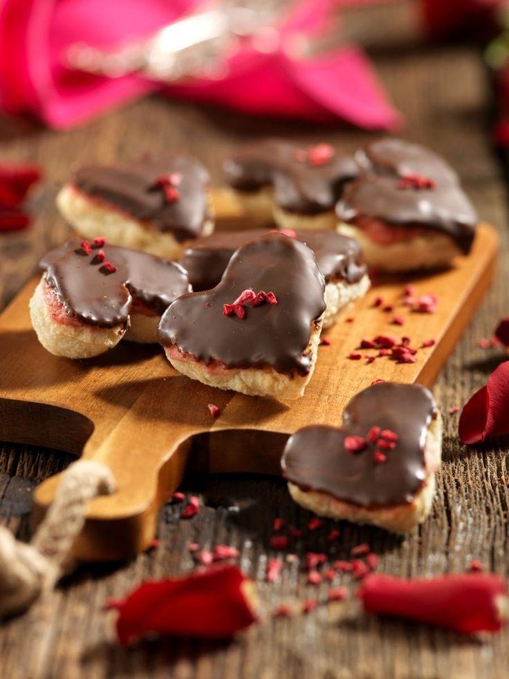 Glutenfria biskvier med hallonkräm