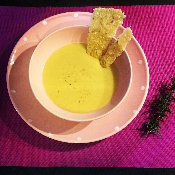 La vellutata di ceci: un piatto caldo, dal gusto semplice ed avvolgente che ti riscaldi lo stomaco ed il cuore.