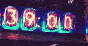 ニキシー管を使用して前世紀の雰囲気を表現したスチームパンクな置時計 - ライブドアニュース