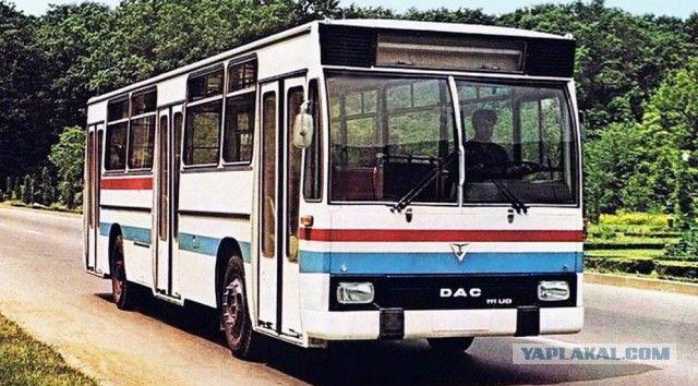 """А вот бывшие Бучеджи с новым сердцем после модернизации получили название DAC, которое хорошо сочетало исторические корни Дакии и при этом являлось аббревиатурой от Diesel Automobil Camion (""""Дизельный грузовик""""). Под маркой DAC производили не только различные грузовики, но и автобусы, троллейбусы и даже карьерные самосвалы грузоподъемностью от 27 до 100 тонн с 20-литровым дизелем Mercedes-Benz.    Аутомобил Романеск: румынский автопром времен социализма"""