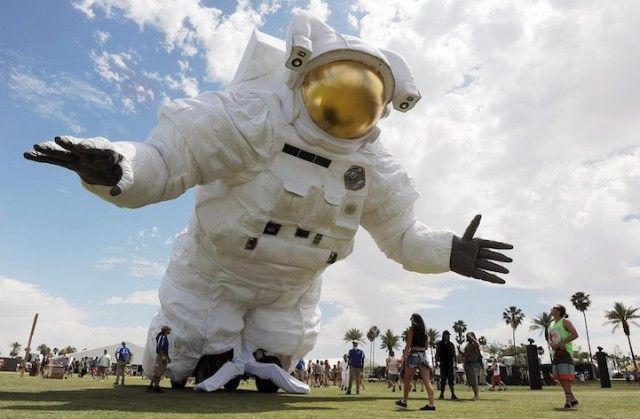 Escape Velocity, A Giant Animatronic Astronaut at Coachella #CoachellaAstronaut #PoeticKinetics www.PoeticKinetics.com