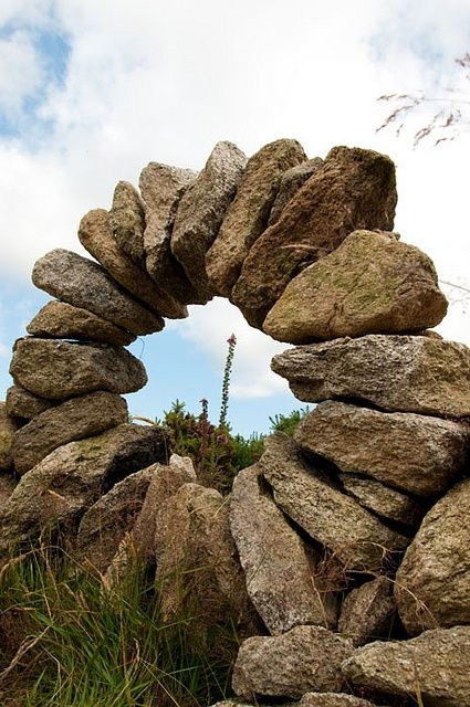 birdsofrhiannon:Stone cairn circle in Ireland