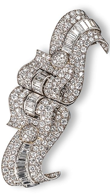 An Art Deco diamond-set double clip brooch, of scroll form and set overall with graduated circular-cut and baguette-shaped diamonds in platinum. Separating to form two separate clips. 8cm wide. Fitted case by Mellerio Dits Meller. #Mellerio #DitsMeller #ArtDeco #brooch