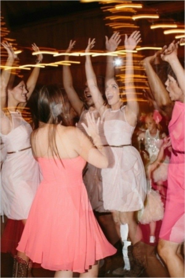 Break tradition with these 5 unique and memorable bouquet toss alternatives - Wedding Party