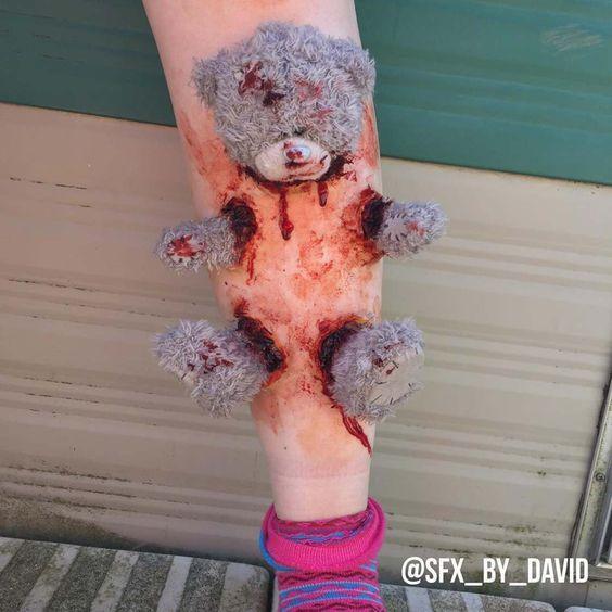 """Der 23-jährige David liebt alles was mit Blut und Wunden zu tun hat. Auf seinem Instagram-Account postet er unter dem Namen """"SFX…"""