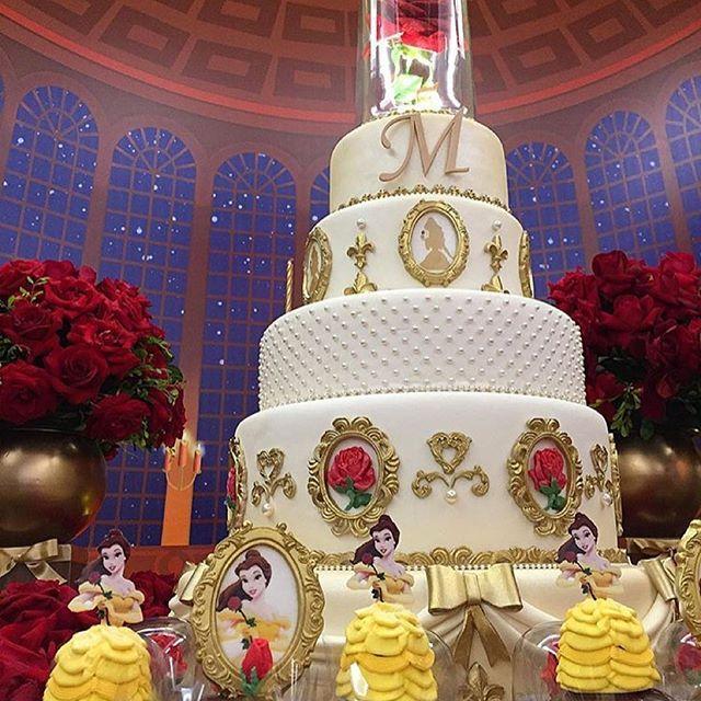 E o bolo perfeito. Repost de @fabianacoelhosucraria #ideiasdebolosefestas…