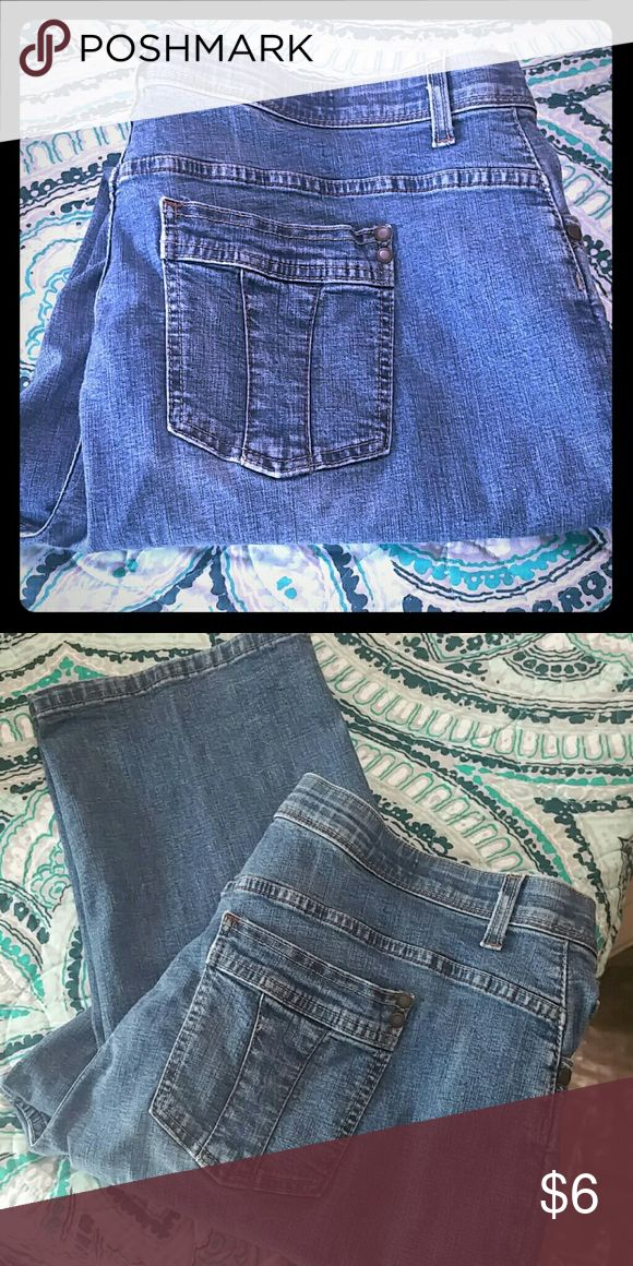 Lee Jean's Size 18 Wide Medium Nice everyday jeans. These Lee Jean's are the Comfort Waistline. Lee Jeans Boot Cut