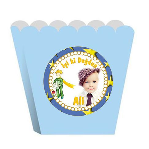 Little Prince Birthday Party KÜÇÜK PRENS KİŞİYE ÖZEL POPCORN KUTUSU: Küçük Prens Temalı Doğum Günü partinizde konuklarınıza ana ikram öncesinde patlamış mısır, çerez gibi aperitif ikramlarda bulunmak isterseniz  konseptinize uygun bu kutuları kullanabilirsiniz. 12 adet gönderilmektedir. Ölçü: 18 x 8 cm. Kuşe karton üzerine basılmaktadır.
