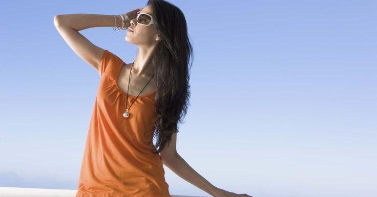 Cómo alargar tu torso. Aunque el ejercicio te puede ayudar a formarte, ninguna cantidad de abdominales o planchas ayudará a hacer tu torso más largo. Algunas personas simplemente tienen piernas más largas y un torso más corto. Si tienes un torso corto y te molesta, alterar la forma en que vistes y pensar en la moda te puede ayudar a alargar tu torso para que tu cuerpo ...