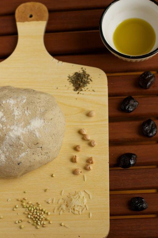 Pâte à pizza rustique sans gluten (riz – pois chiche – sarrasin) sur http://www.chaudronpastel.fr
