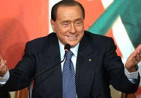 """17-Apr-2014 19:16 - BERLUSCONI HEEFT ZIN IN ZIJN TAAKSTRAF. De Italiaanse oud-premier Silvio Berlusconi verheugt zich naar eigen zeggen op zijn taakstraf in een bejaardentehuis. """"De rechter heeft mij verplicht om een deel van mijn tijd te besteden aan mensen die hulpbehoevend zijn. Ik ben hier eigenlijk wel blij mee"""", aldus de voor belastingfraude veroordeelde Berlusconi."""