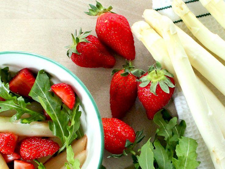 Rezept: Lauwarmer Spargel-Erdbeer-Salat