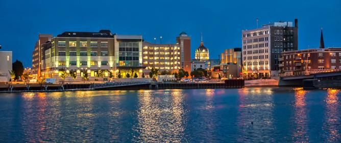 City of Green Bay // Wisconsin // Eating Out in Green Bay: 10 Great Local Restaurants // http://theculturetrip.com/north-america/usa/wisconsin/articles/eating-out-in-green-bay-10-great-local-restaurants/