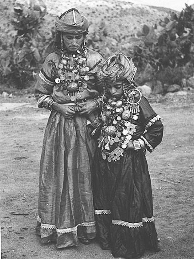Africa | Tahala women.  The jewellery that they are wearing would all have been made by the exceptional Jewish jewellers of the region.  ca. 1935  | © Jean Besancenot