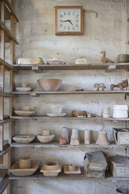 intérieur : atelier de céramique, Bernard Leach, St Ives, artiste UK, blanc, Mingei