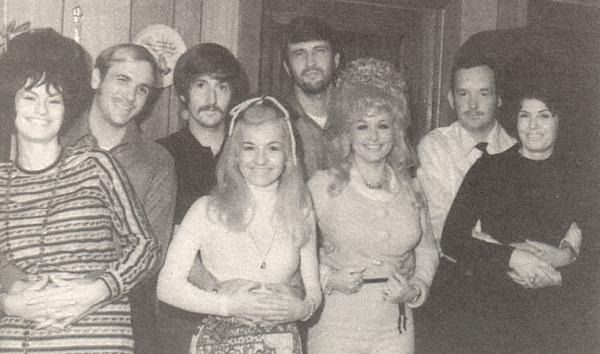From left to right: Cassie Parton with her husband, Stella Parton with 1st her husband, Dolly Parton with her husband, Willadeene with her 1st husband.