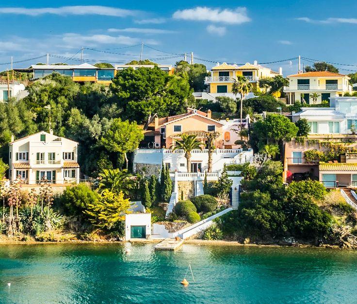 Menorca braucht sich nicht hinter Mallorca zu verstecken! Erfahrt hier, wie zauberhaft auch diese Insel ist.