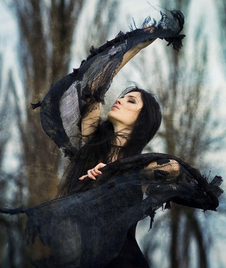 Awesome 30+ Beautiful Witch Photoshoot Ideas