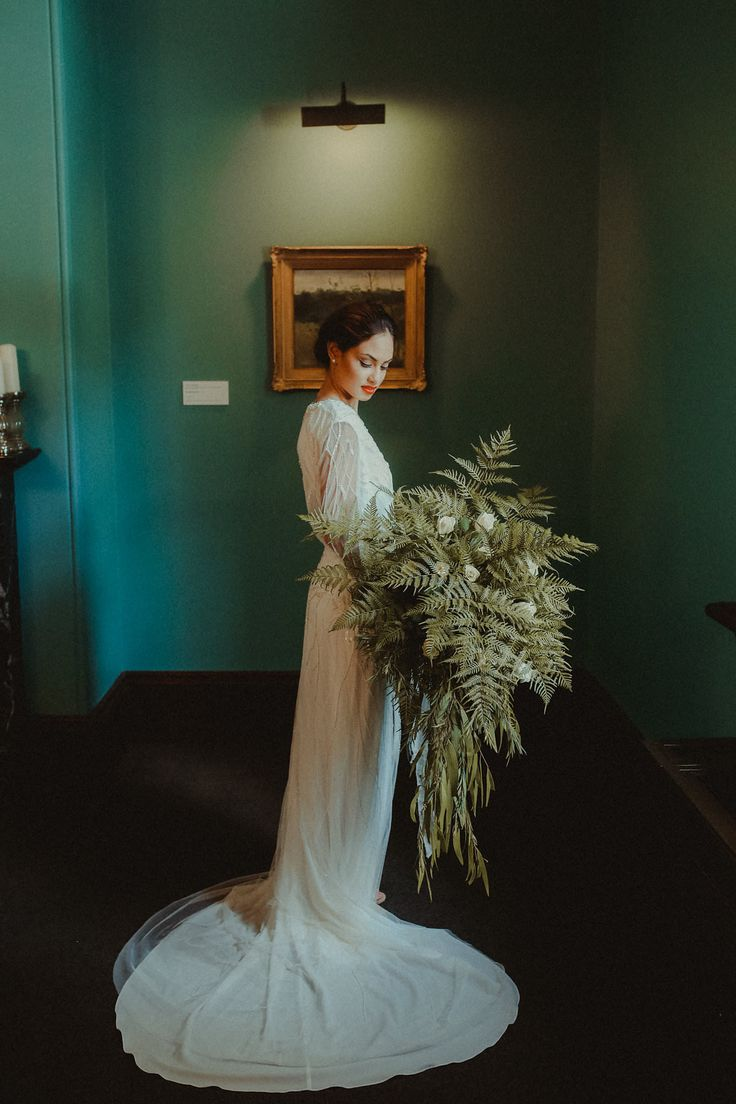 Art Deco Glam Wedding Ideas for a vintage inspired intimate wedding are brought into the modern era with this Brisbane wedding inspiration shoot.
