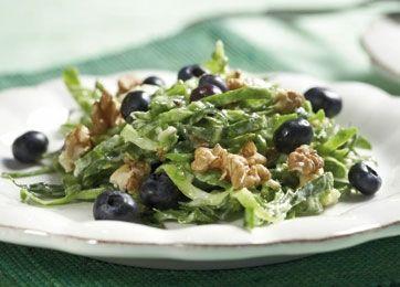 Salat med gorgonzola, valnødder og blåbær