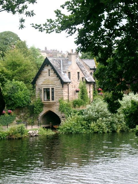 Love the boathouse under the building.