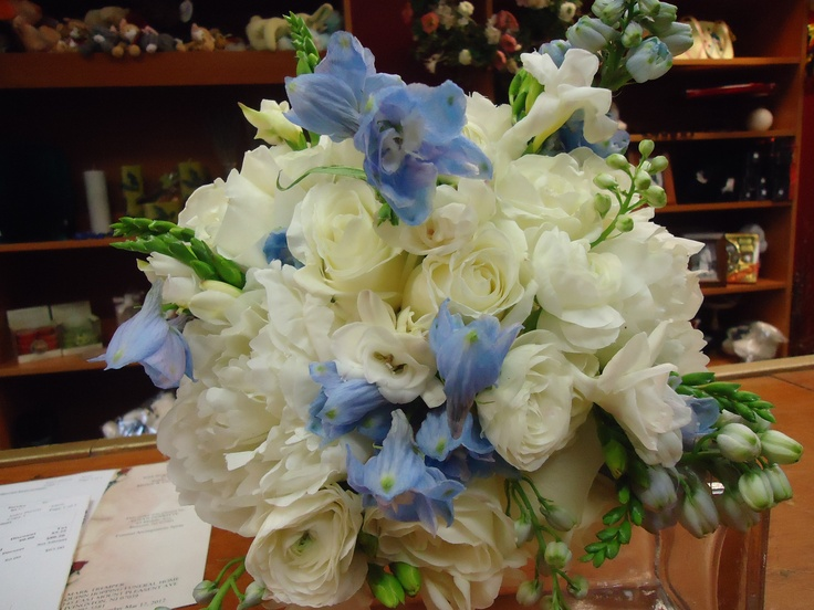 Blue and white bridal bouquet Wedding bouquets, Bouquet