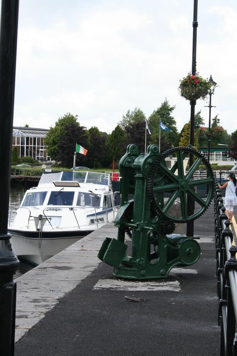 http://irishwaterways.files.wordpress.com/2010/08/crane-carrick-on-shannon-july-2010-1_resize.jpg