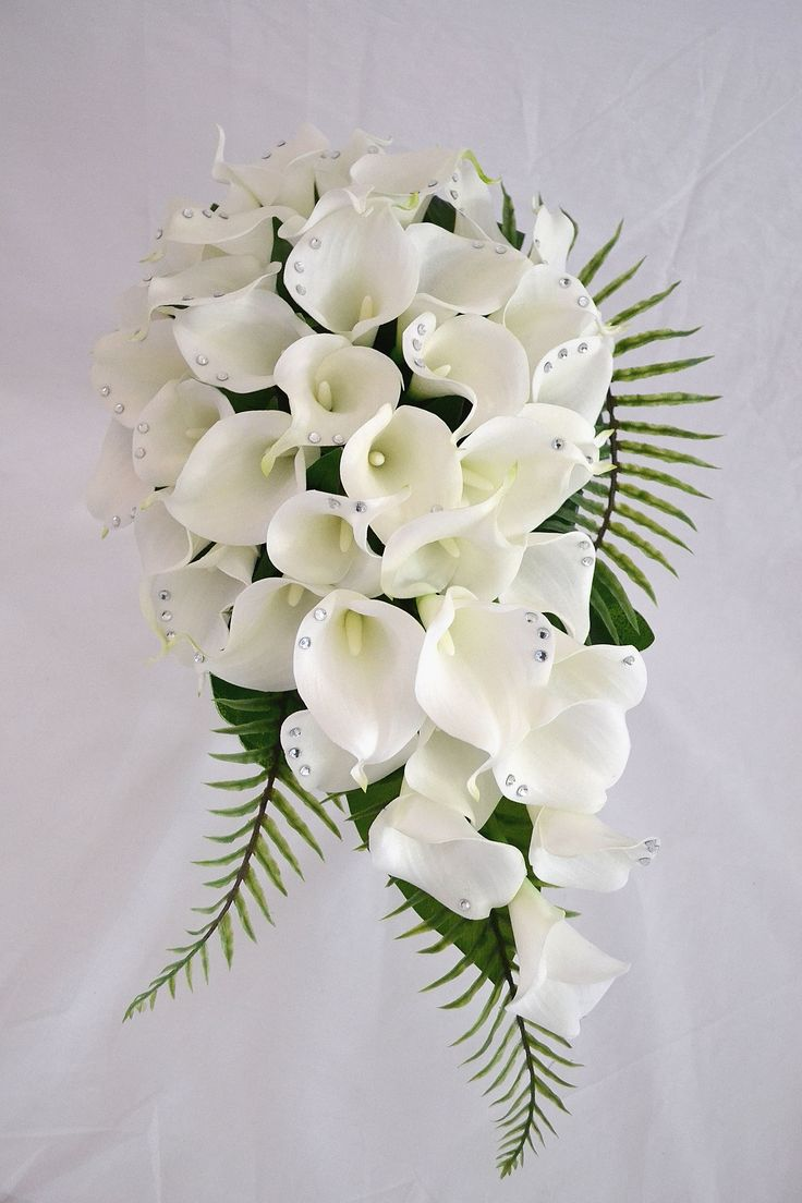 Beautifully hand studded latex calla lilies in white with swarovski crystals to every petal! It's all in the detail! #justfakeitbouquets #artificialflowers