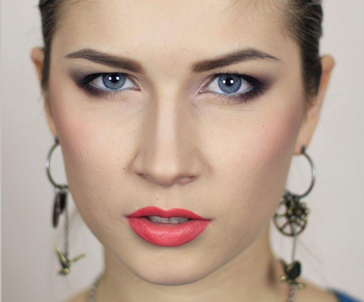 5 Видео: макияж для нависшего века. В принципе, на нависшем веке можно сделать любой макияж, как и для обычного века. Единственная особенность, которую нужно учитывать, — смещение цветовых акцентов. Если вы еще не знаете, как правиль…