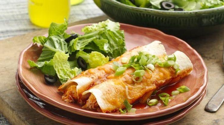 Este plato de enchiladas muy probablemente se convertirá en el engreído de la familia: es sencillo de armar e ideal para el resto de la semana, ¡si queda!