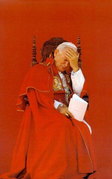 .SS Juan Pablo II.......con la pesadez de la CRUZ......