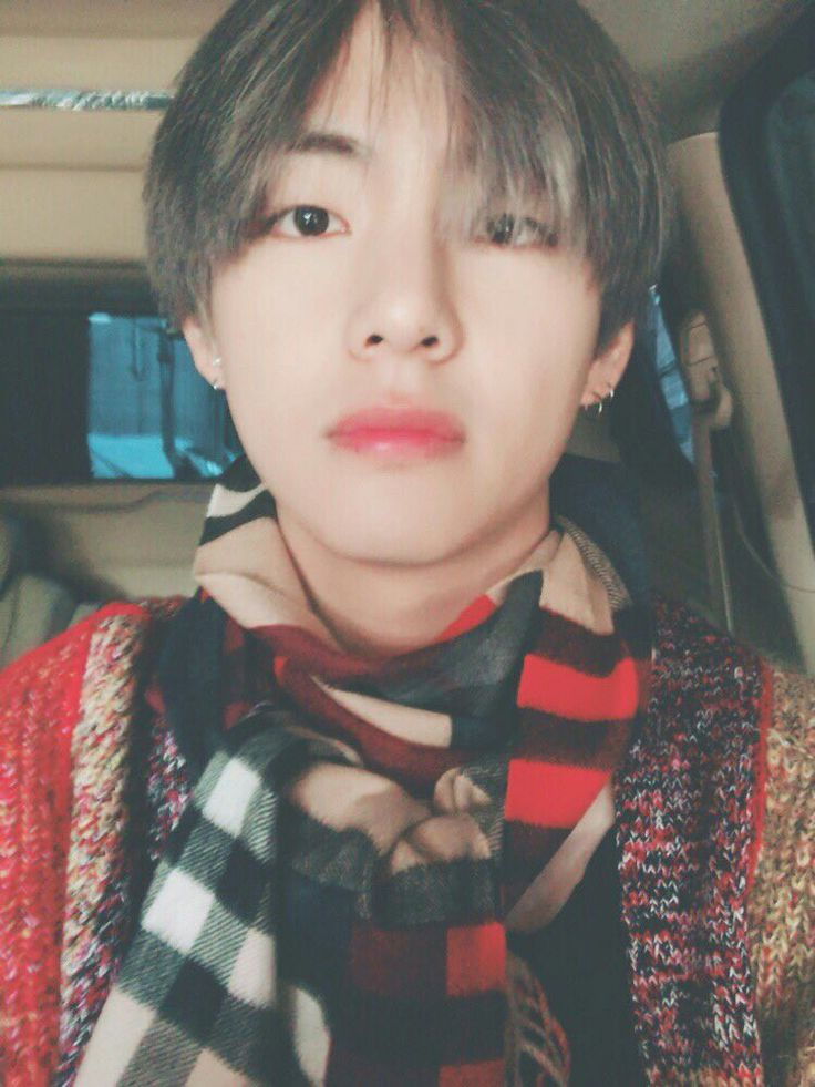 "171114 ❤ [BTS Trans Tweet] ""I'll go and come back soon ARMY~ While in the car I worried alot about the scarf #BTSxAMAs"" #Taehyung <3 babies going to LA for AMAs <3"